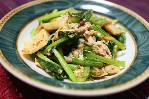 今日のキムチ料理レシピ:小松菜とツナとキムチのバター炒め