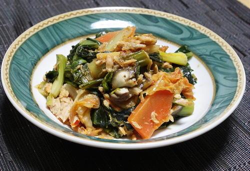 今日のキムチ料理レシピ:小松菜とキムチのツナ煮