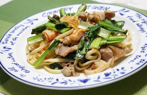 今日のキムチ料理レシピ:小松菜とキムチの焼きうどん