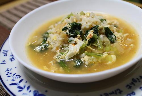 今日のキムチ料理レシピ:小松菜とキムチの卵雑炊