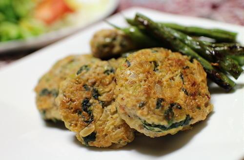 今日のキムチ料理レシピ:小松菜とキムチのつくね
