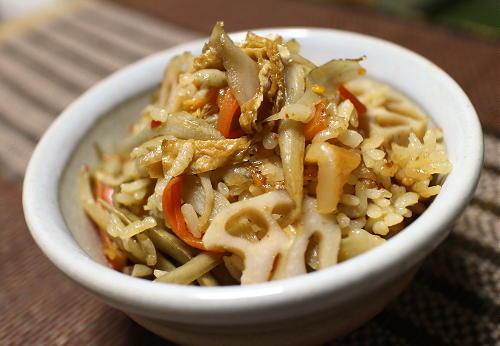 今日のキムチ料理レシピ:根菜とキムチの炊き込みご飯