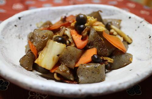 今日のキムチ料理レシピ:こんにゃくとキムチの甘辛いため