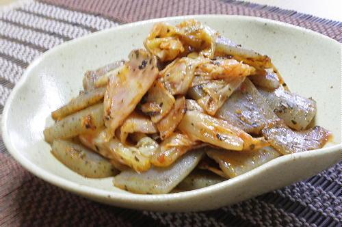 今日のキムチ料理レシピ:こんにゃくとキムチのバジル炒め