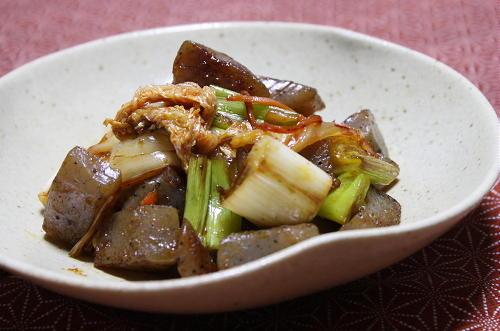 今日のキムチ料理レシピ:こんにゃくとキムチの甘辛炒め