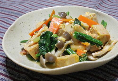 今日のキムチ料理レシピ:高野豆腐と野菜のキムチ入り卵とじ