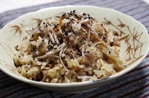 今日のキムチ料理レシピ:クルミとキムチのおこわ