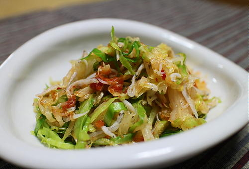今日のキムチ料理レシピ:ピリ辛キャベツサラダ
