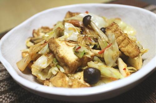 今日のキムチレシピ:キャベツと厚揚げのキムチ炒め