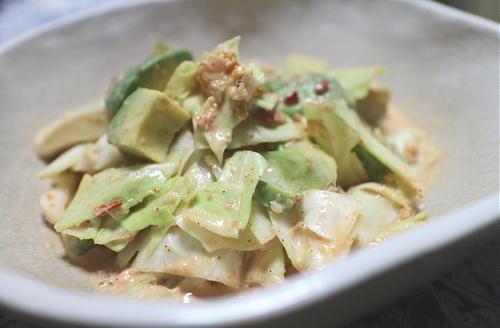 今日のキムチ料理レシピ:キャベツとアボカドのキムマヨ和え