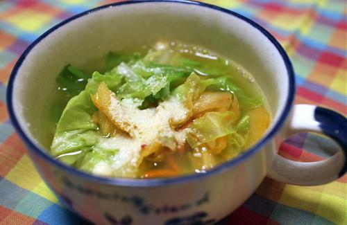 今日のキムチ料理レシピ:キャベツとキムチのスープ