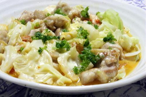今日のキムチ料理レシピ:鶏肉とキャベツのキムチチーズ蒸し