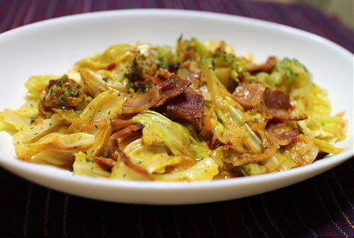 今日のキムチ料理レシピ:キャベツのピリ辛クリーム煮