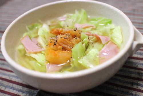 今日のキムチ料理レシピ:キャベツとハムのキムチスープ