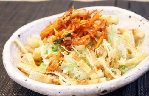 今日のキムチ料理レシピ:キャベツと油揚げのキムチドレッシングサラダ