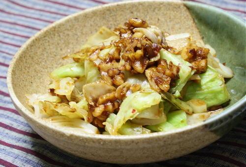 今日のキムチ料理レシピ:キャベツの甘辛クルミ和え