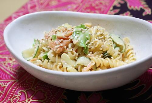 今日のキムチ料理レシピ:キャベツとキムチのマカロニサラダ