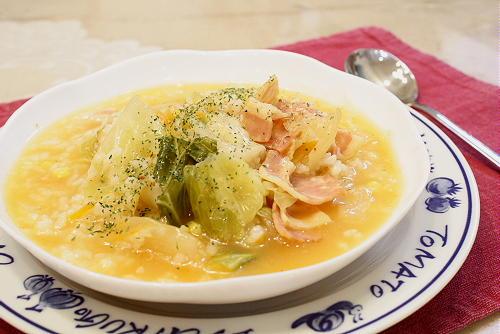 今日のキムチ料理レシピ:キャベツとキムチの洋風おかゆ