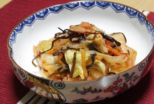 今日のキムチ料理レシピ:キャベツと塩昆布のキムチ和え