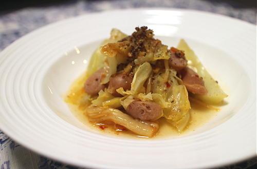 今日のキムチ料理レシピ:キャベツとソーセージのキムチ煮