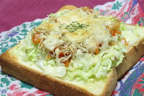 今日のキムチ料理レシピ:キャベツとキムチのチーズトースト