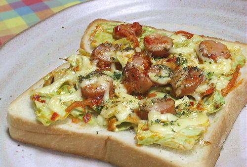 今日のキムチ料理レシピ:キャベツのピリ辛トースト