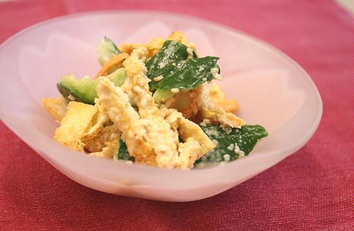 今日のキムチ料理レシピ:キュウリとキムチの胡麻和え