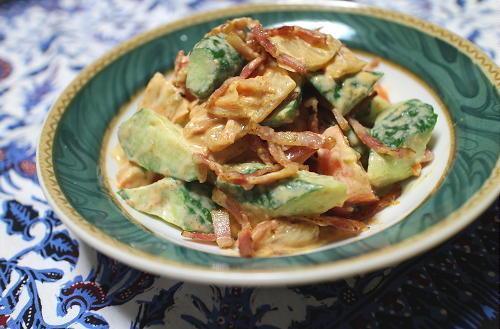 今日のキムチ料理レシピ:胡瓜とベーコンのキムチサラダ