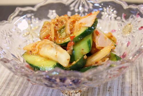 今日のキムチ料理レシピ:キュウリとキムチのサラダ