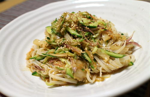 今日のキムチ料理レシピ:胡瓜とキムチの冷麦