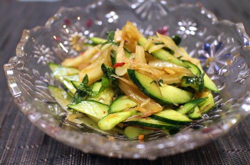 今日のキムチ料理レシピ:きゅうりとみょうがのキムチ和え