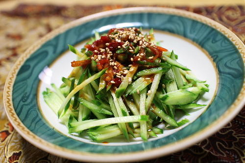 今日のキムチ料理レシピ:きゅうりのピリ辛ドレッシングサラダ