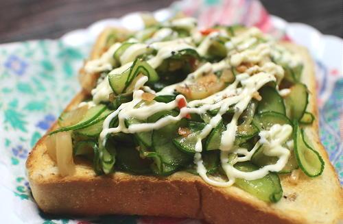 今日のキムチレシピ:胡瓜とキムチのオープンサンド