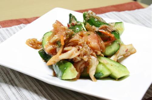 今日のキムチ料理レシピ:胡瓜とキムチの塩麹和え
