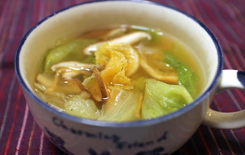 今日のキムチ料理レシピ:レタスとシイタケのキムチスープ