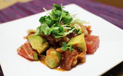 今日のキムチ料理レシピ:マグロとアボカドのキムチ和え