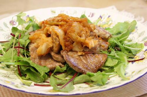 今日のキムチ料理レシピ: マグロのキムチおろしステーキサラダ