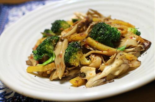 今日のキムチレシピ:舞茸とブロッコリーのキムチ炒め
