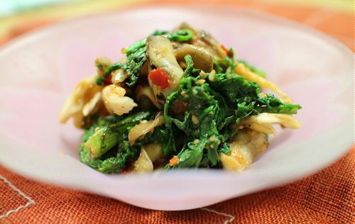 今日のキムチ料理レシピ:まいたけと春菊のキムチ胡麻味噌和え