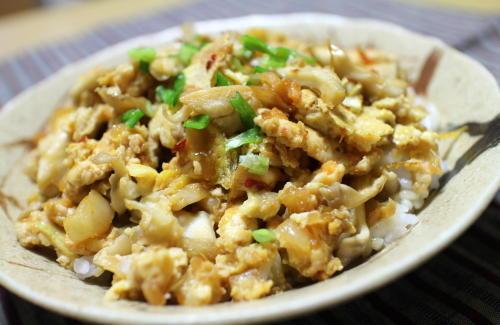 今日のキムチレシピ:舞茸とキムチの卵とじ丼