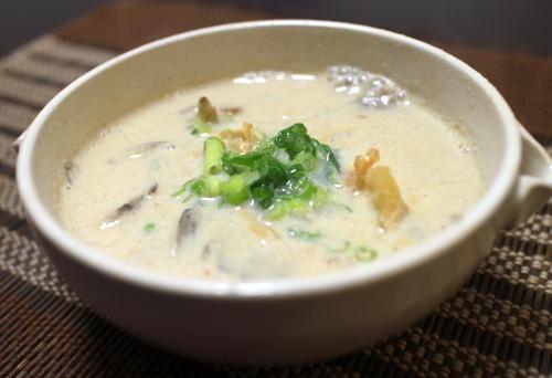 今日のキムチ料理レシピ:まいたけとキムチの豆乳味噌汁