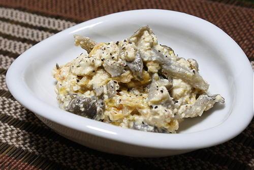 今日のキムチ料理レシピ:まいたけとキムチの洋風白和え