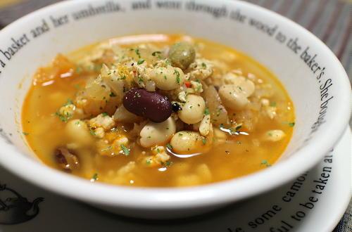 今日のキムチ料理レシピ:鶏ひき肉とミックスビーンズのキムチスープ