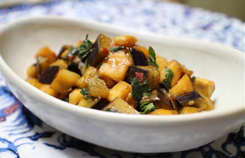 今日のキムチレシピ:<br /> 丸茄子と大根キムチの甘みそ炒め
