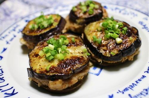 今日のキムチ料理レシピ:丸なすのキムチひき肉挟み焼き