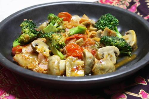 今日のキムチ料理レシピ:マッシュルームとキムチのオリーブオイル炒め