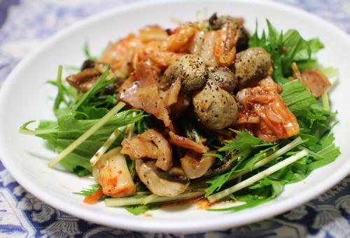 今日のキムチレシピ:ベーコンとマッシュルームのキムチサラダ