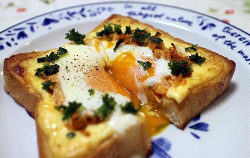 今日のキムチ料理レシピ:目玉焼きキムチトースト
