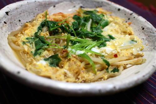 今日のキムチ料理レシピ:もやしとキムチの卵とじ