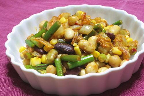 今日のキムチ料理レシピ:ミックスビーンズとキムチのカレー炒め